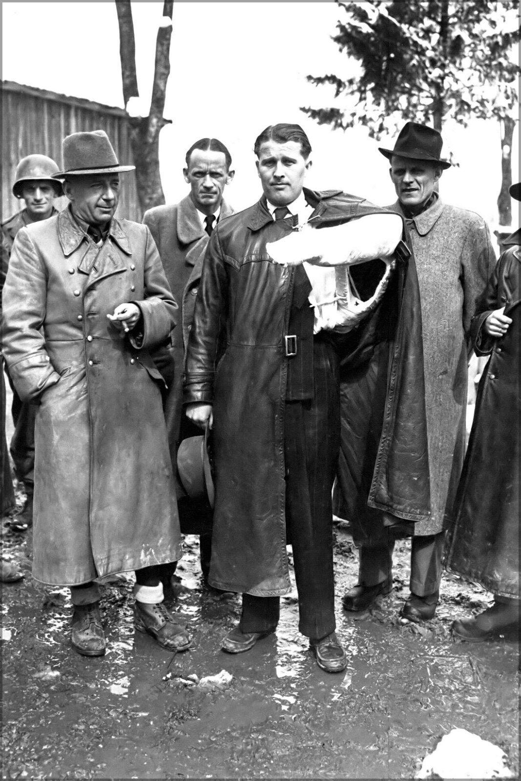 Affiche, le Plusieurs Tailles; Werner Von Braun après le Affiche, Scientists SurrendeRouge  à L 98a5d9