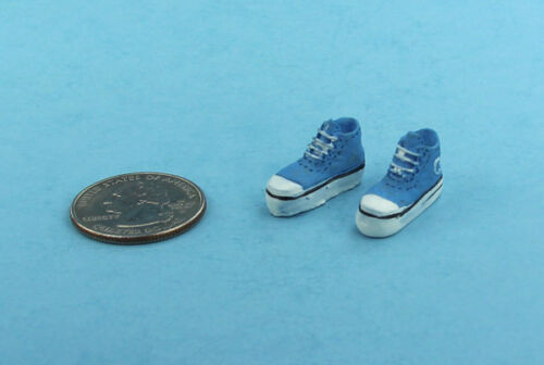 1:12 Scale Dollhouse Miniature Painted Resin Boys Tennis Shoes #S4019