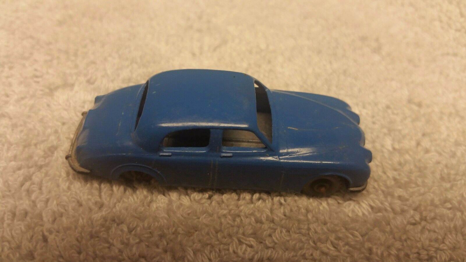 Vintage 1959 Lesney Matchbox   65A-2 Jaguar 3.4 Litre in bleu gris Wheels
