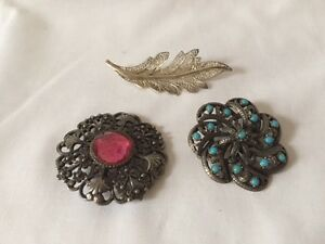 Vintage Brooch Lot x 3 Including Filigree Leaf Brooch - <span itemprop=availableAtOrFrom>Blackburn, United Kingdom</span> - I sell mainly Vintage, used and Antique items that are accurately described,and as such you will receive your item as described. However, if you are unhappy with your purchase, please c - Blackburn, United Kingdom