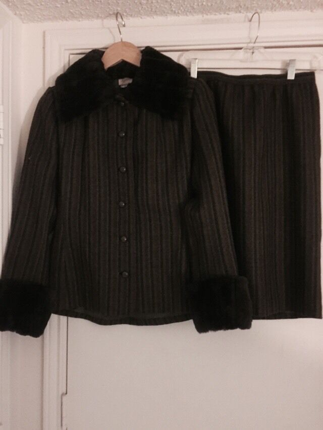 Vintage Mose Milano Made In  Skirt Suit W  Sheared Fur Collar And Cuffs
