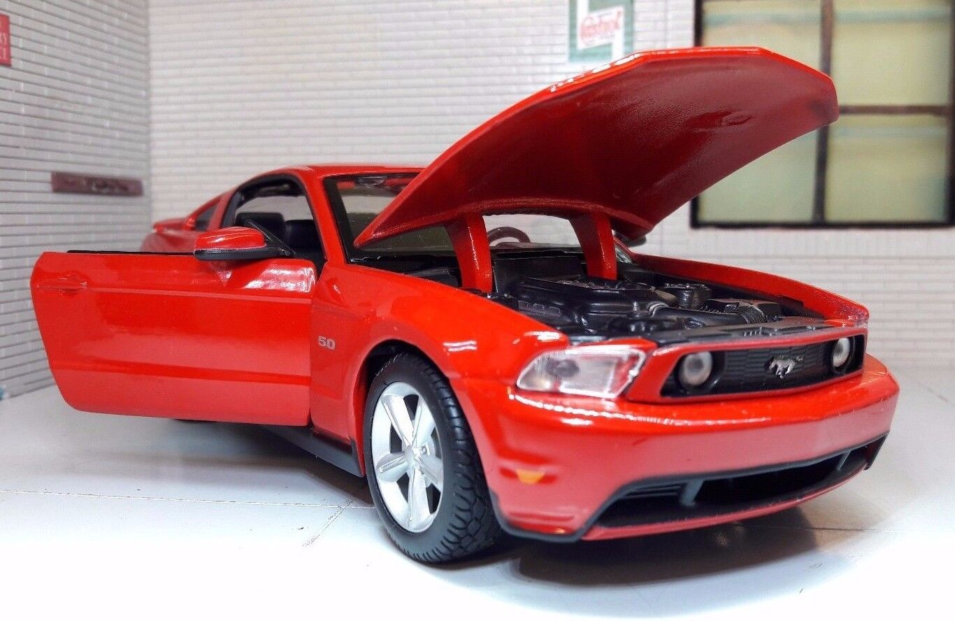 LGB 1 24 Scale Red Ford Mustang Mustang Mustang GT 2011 5.0 V8 31209 Diecast Detailed Model Car 9c7bfc