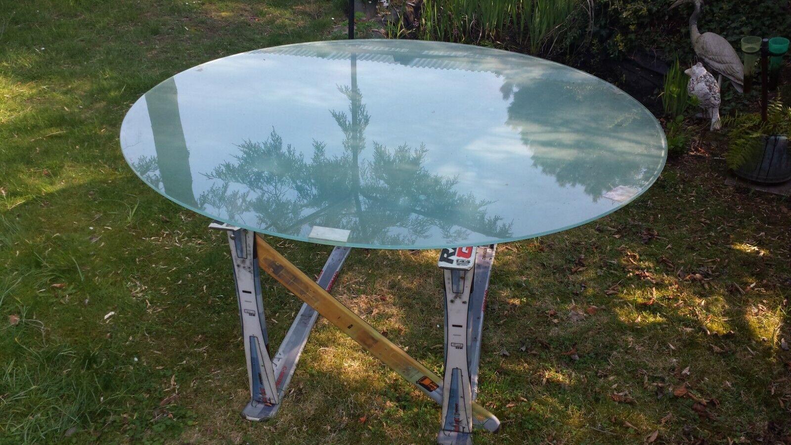 Glastisch  SKI  neu aufgebaut Als Couchtisch, Esstisch oder Stehtisch.