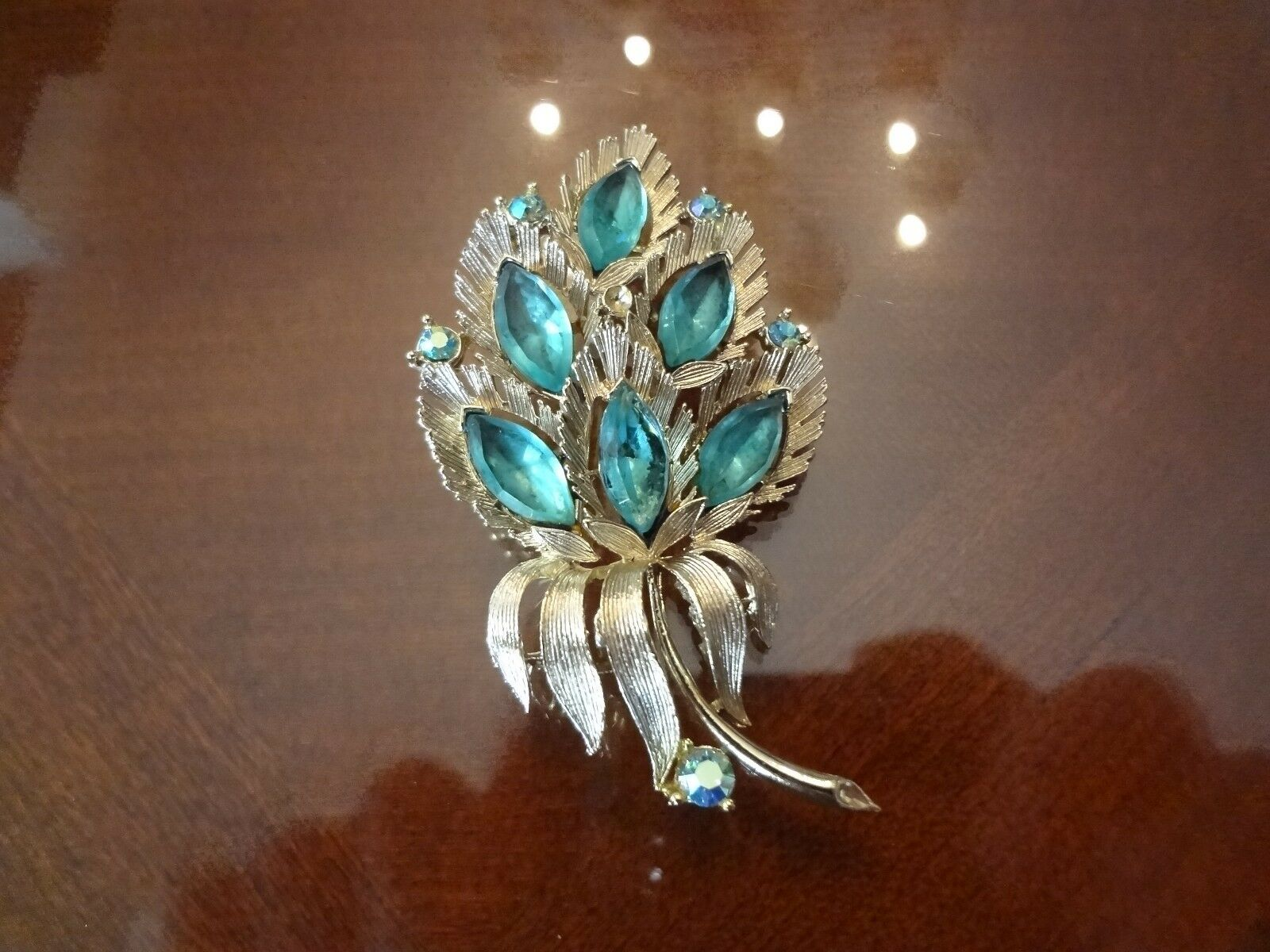 VINTAGE LISNER FLOWER PIN WITH VERY NICE STONES