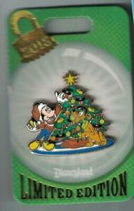 Details about Disney 2018 Holiday Decorating Christmas Tree Mickey Mouse & Pluto Pin Le New