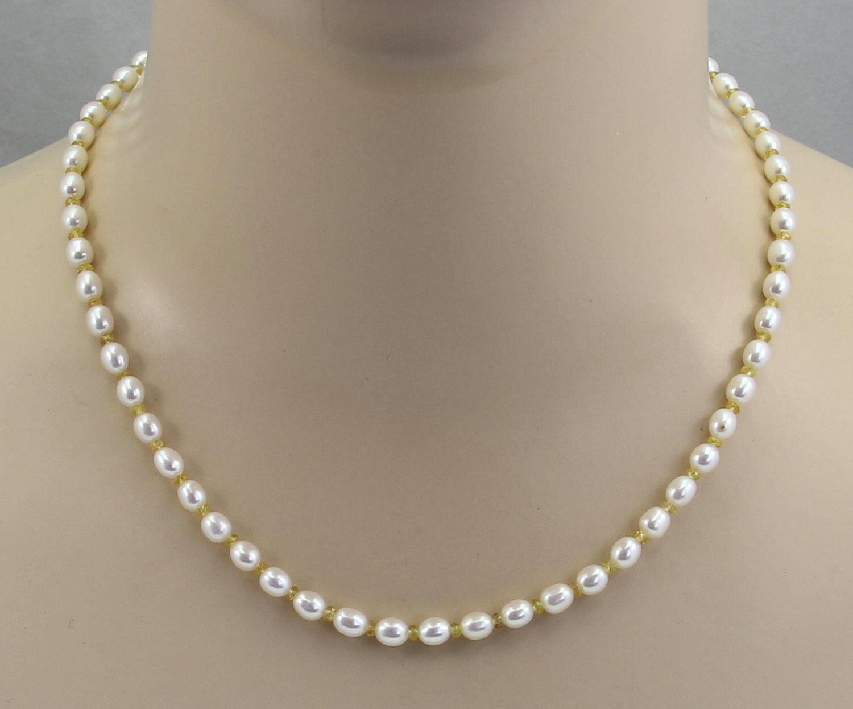 Perlenkette whitee Süßwasser-Zuchtperlen mit yellowen Saphiren 48 cm lang