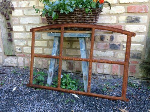 Eisenfenster mit Stichbogen schöne Antik-Form Stallfenster für Gartenmauer