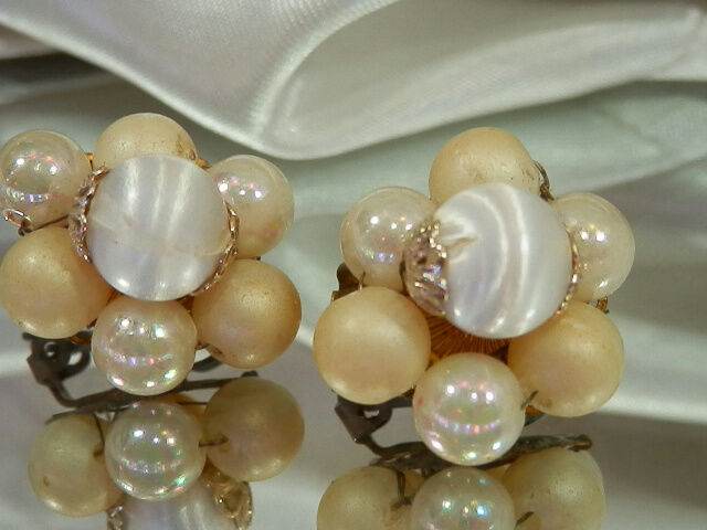 Vintage 1950's Japan Lucite & Silk Bead Earrings-Very Pretty  3476jl