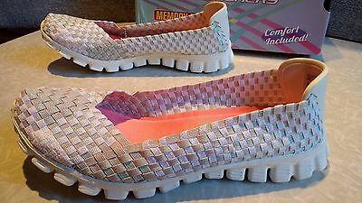 NWT $65 Womens Skechers Stretch Weave w// Memory Foam Shoes Style # 22691
