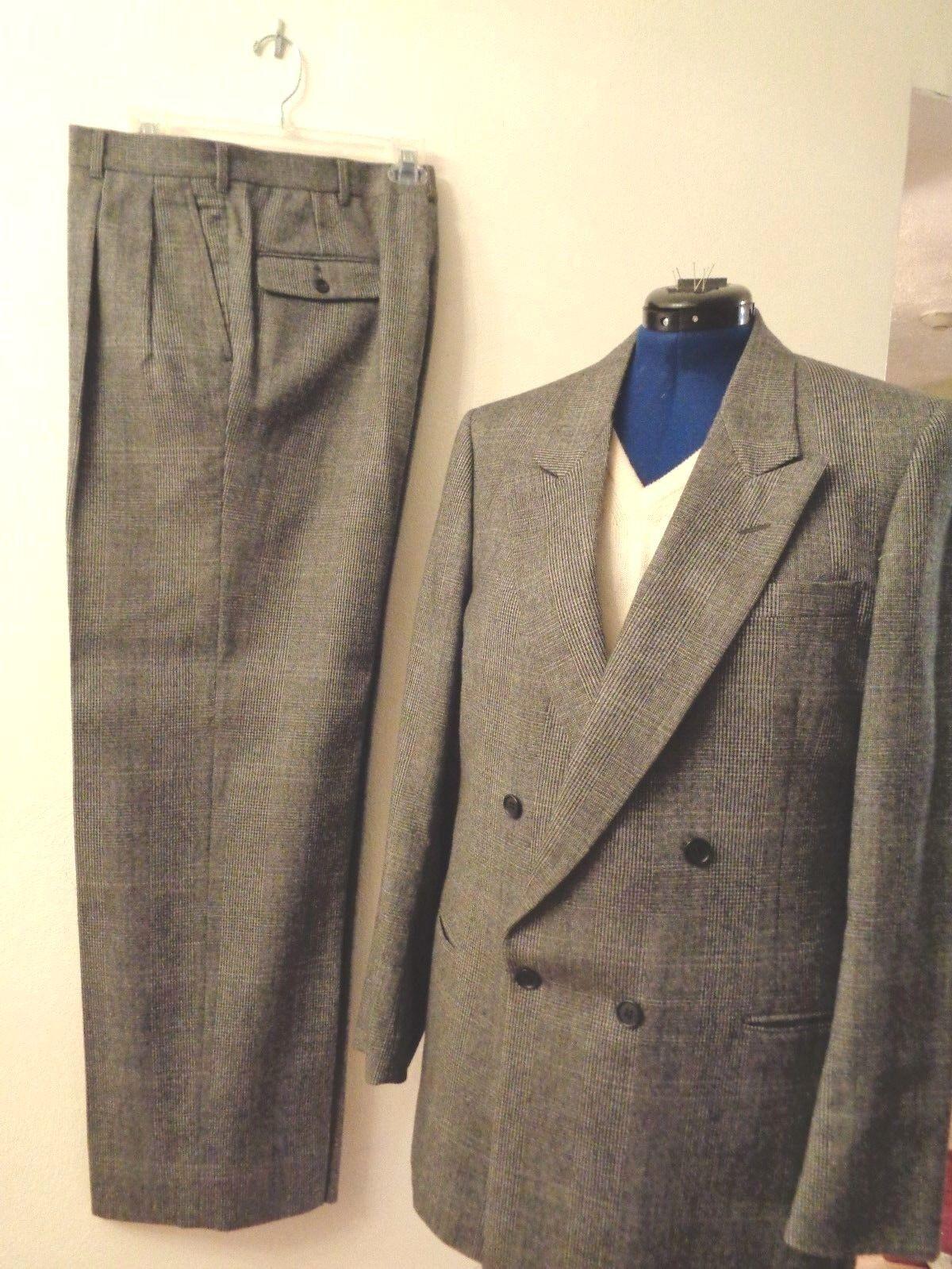 Men's Pierre Cardin suit, dark light grey houndstooth 100% wool,d b, size 42 l