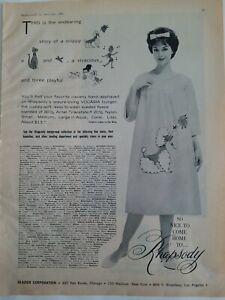 1961-Rhapsody-Mujer-Tumbona-Vestido-Lenceria-Caniche-Sobrepuesto-Diseno-Anuncio