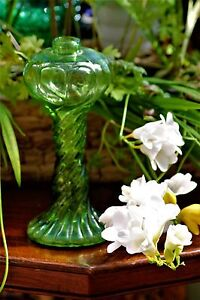 VINTAGE-OIL-LAMP-BASE-ONLY-GREEN-SWIRLY-GLASS-BEAUTIFUL-SPARES-ETC-vase