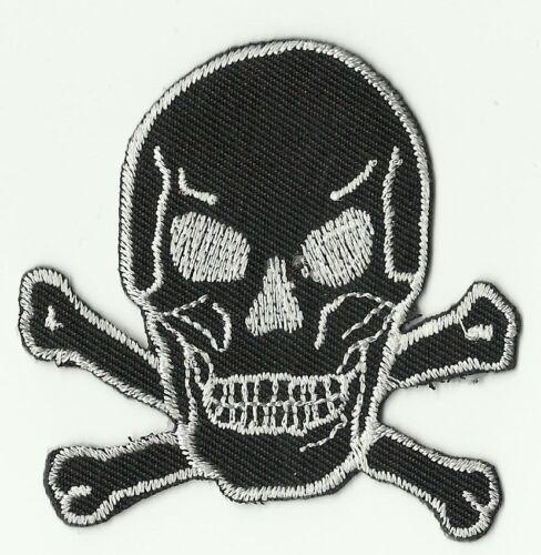 écusson ECUSSON PATCHE THERMOCOLLANT TETE DE MORT SKULL NOIRE 6,5 X 6,5 CMS