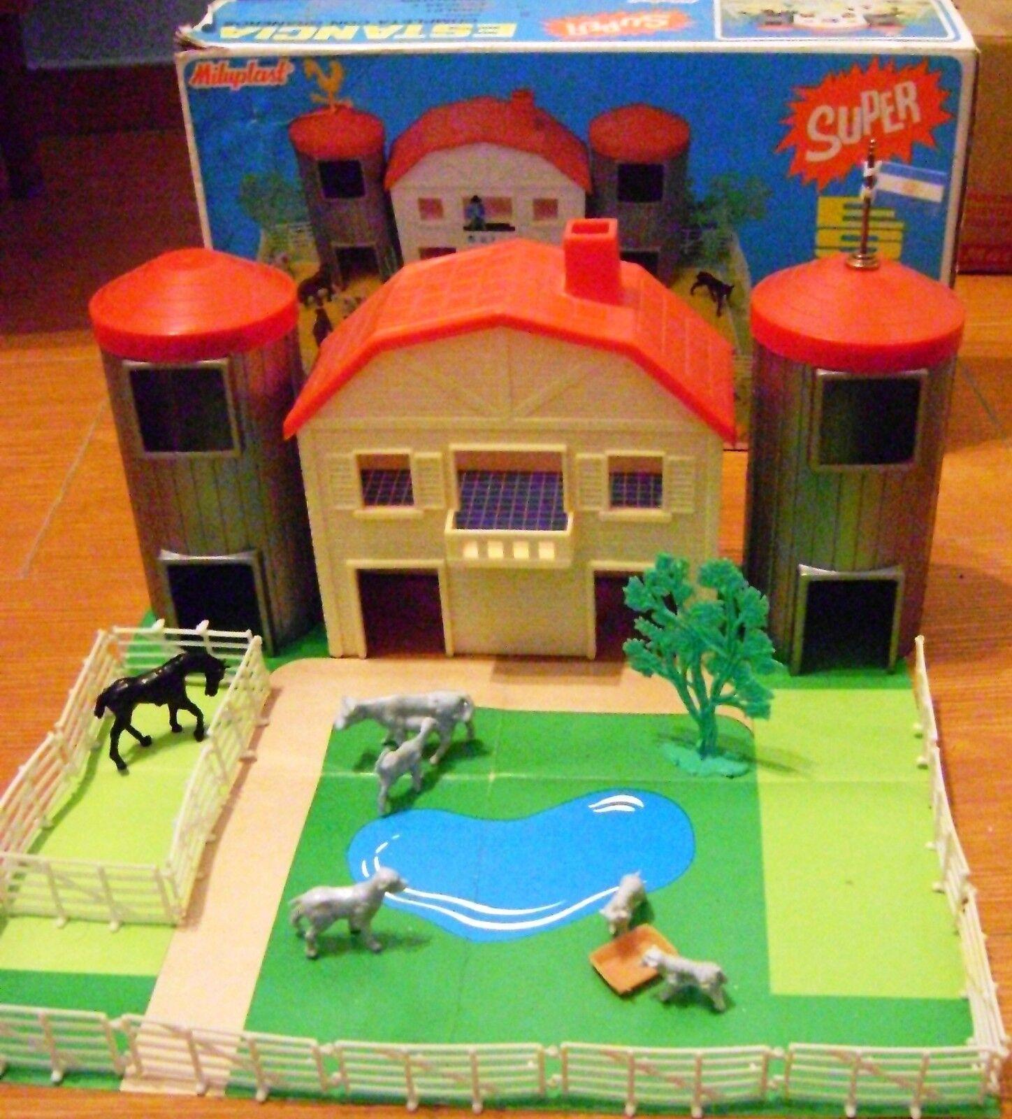VINTAGE PLASTIC FARM SET BARN & SILOS 1 32 32 32 MILUPLAST silverINA BOXED 1970s 9233f5
