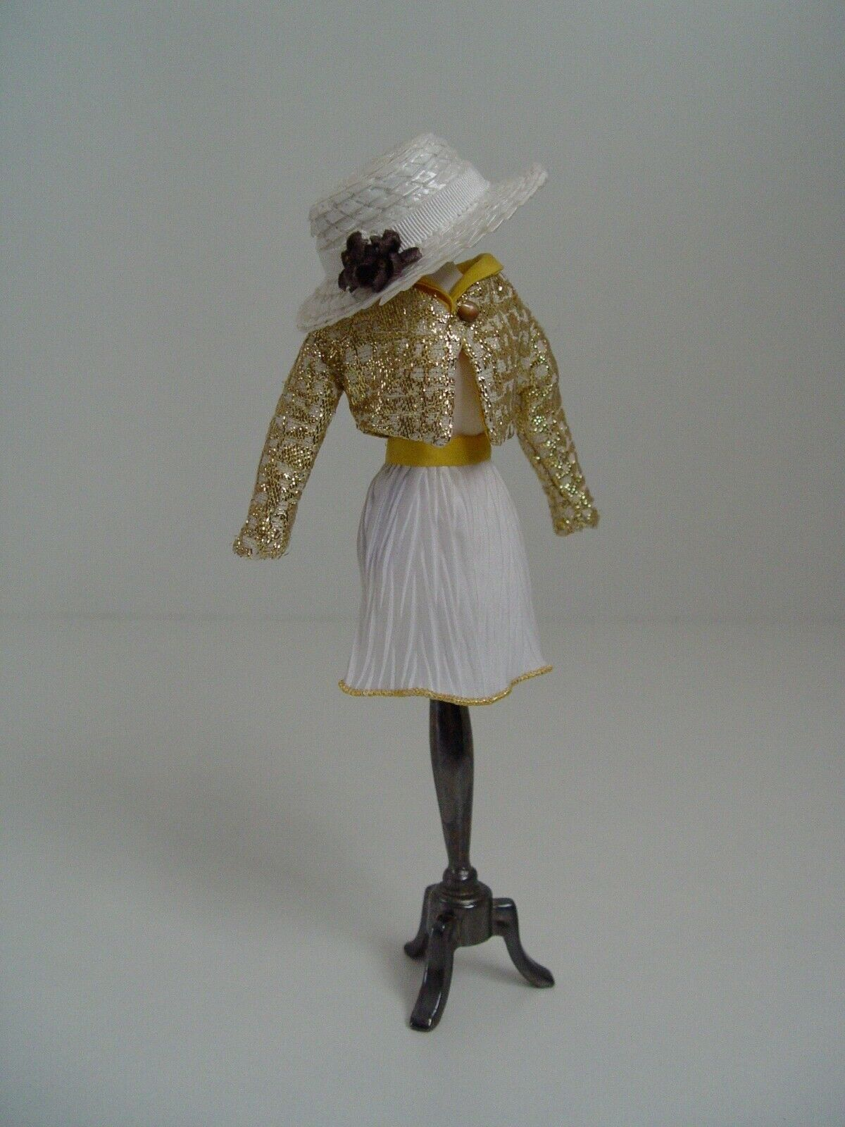 Mdvanii  Capri   Dheei poupée doll Gold jacket skirt hat Paris France