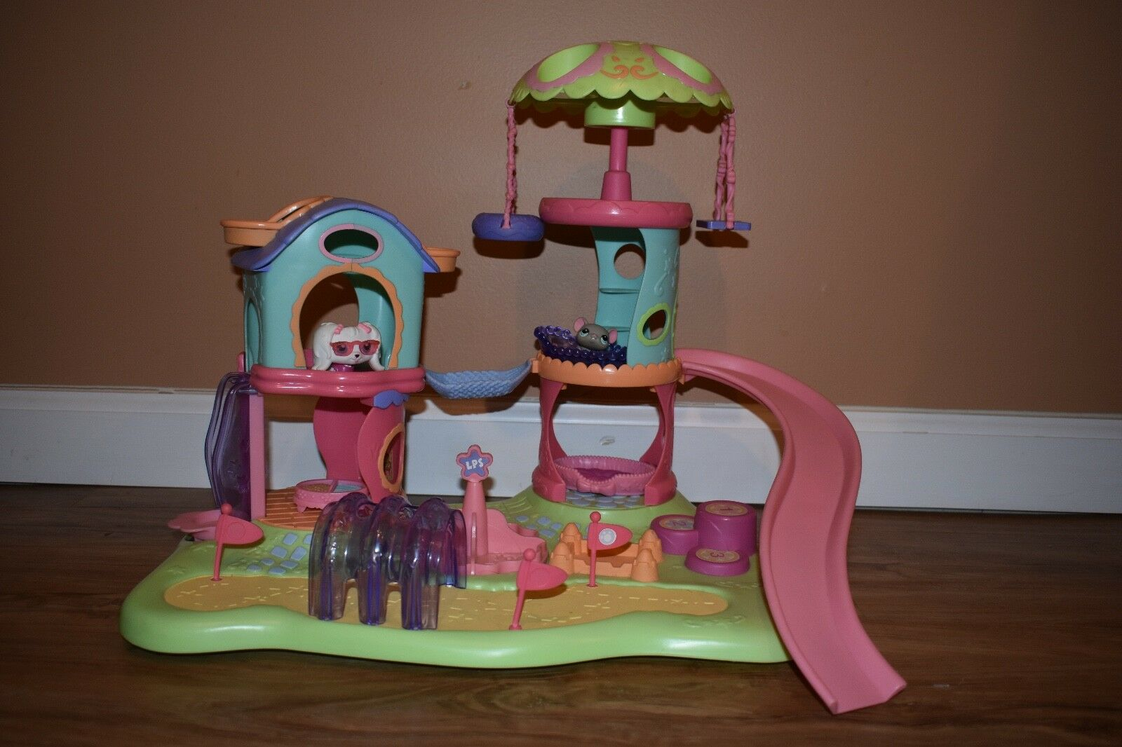 Littlest Pet Shop Play Ground w  all Figures (RARE RED MAGNET PETS)