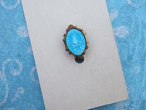 Vintage-Catholic-Lapel-Pin-Blue-Enamel-OUR-LADY-OF-FATIMA-original-display-card