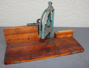 Antique-vintage-Miter-Saw-Guide-Wooden-Cabinet-Screw-Hardware-Unusual-Old-Rare