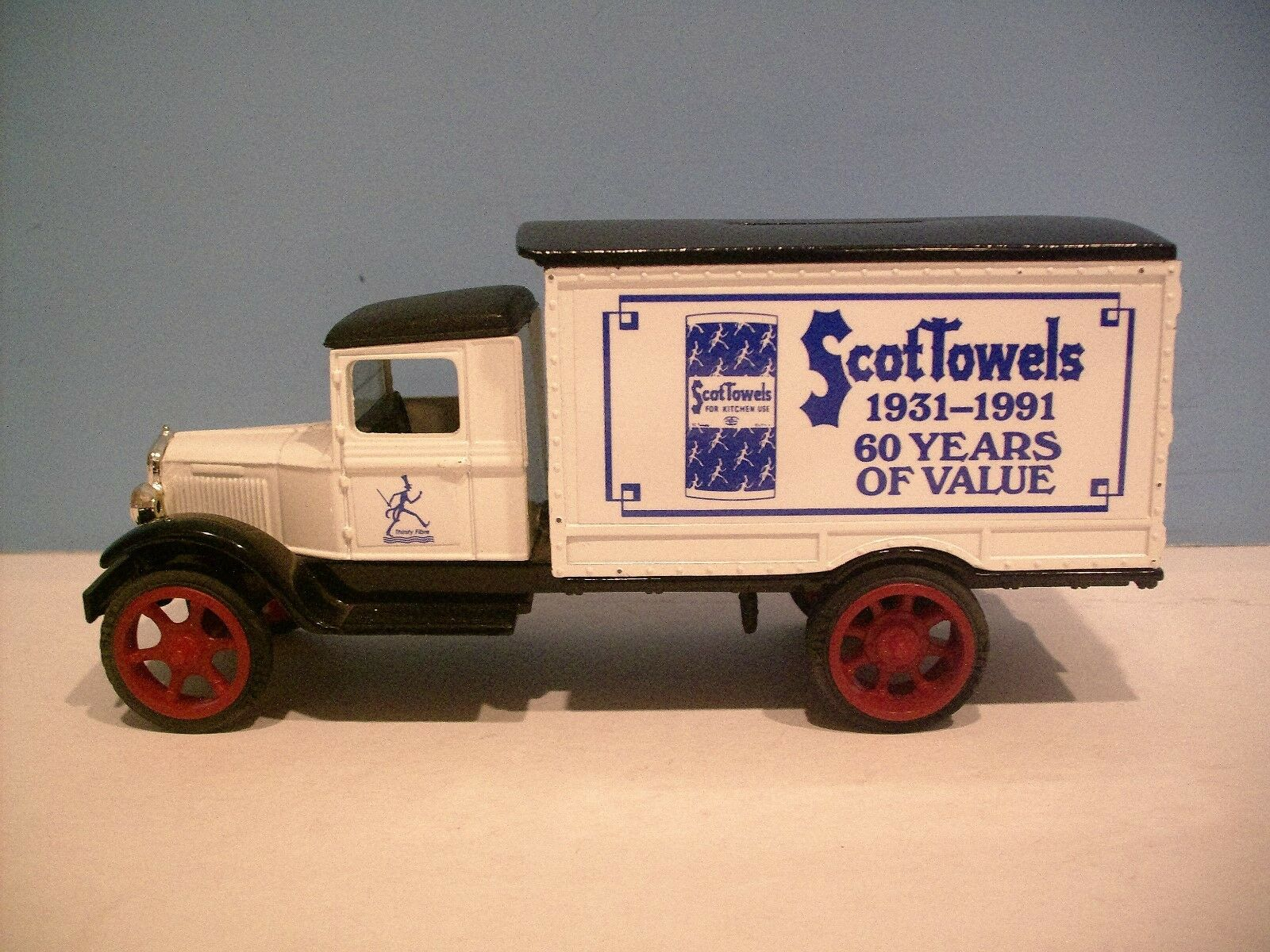 New ScotTowels 1 34 Scale Scale Scale 1931 Hawkeye Motor Diecast Bank By Ertl Co. 670164