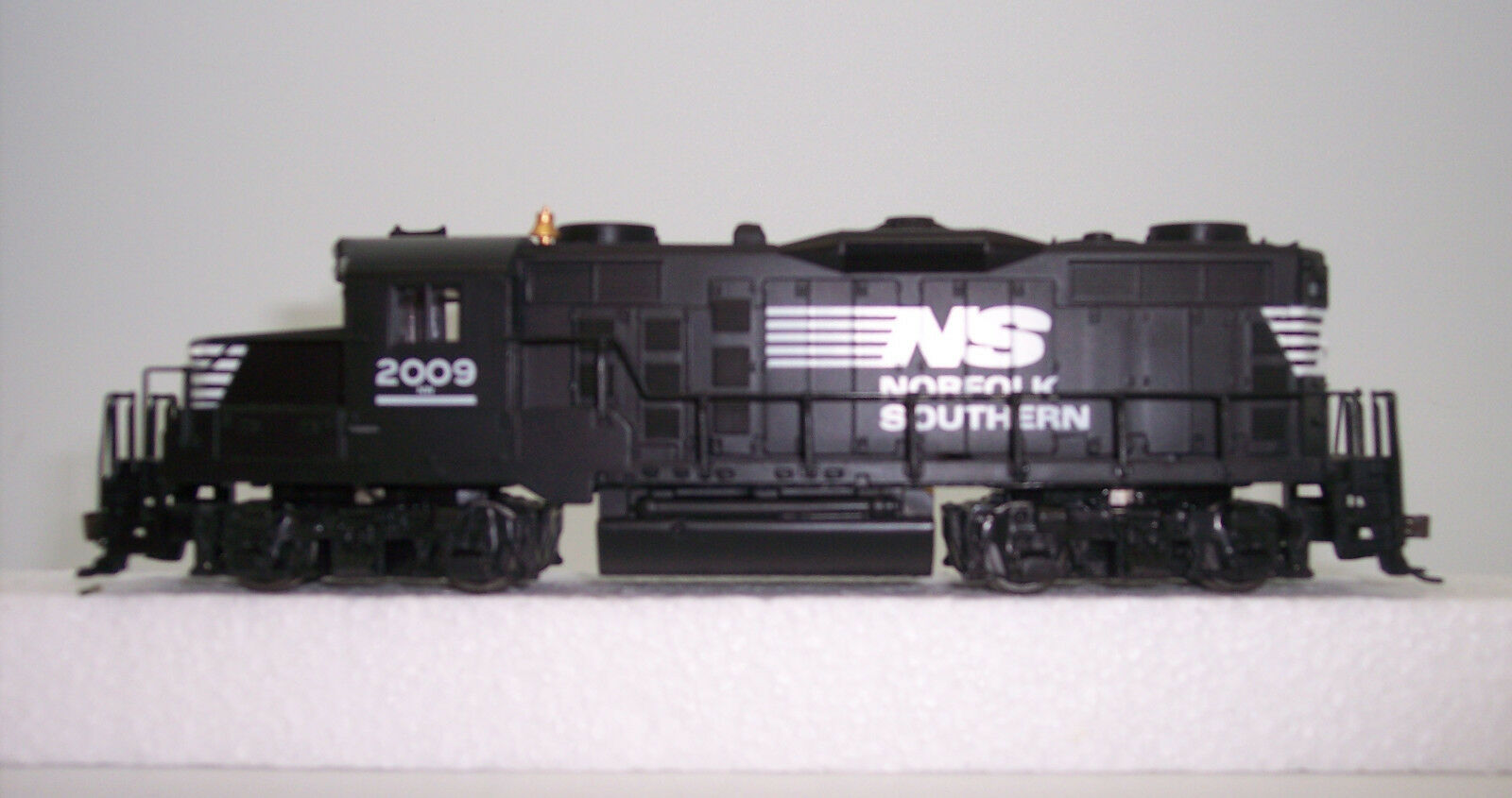 HO TRAIN EMD GP-20 NORFOLK SOUTHERN GP- 20 MANTUA  GP-20   414005 DCC READY