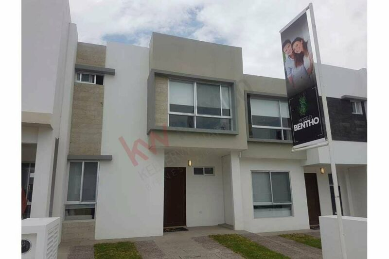 Vendo casa nueva en Zákia, con excelentes acabados. Querétaro