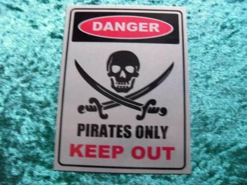 """Métal Plaque Murale//Signe 8/"""" x 6/"""" Danger Pirates Seulement tenir hors Avec Fixation Plaquettes"""
