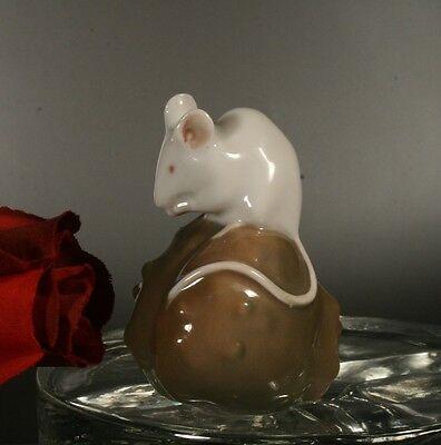 rare schöne Porzellan Tierfigur - MAUS auf KASTANIE - ROYAL COPENHAGEN #511