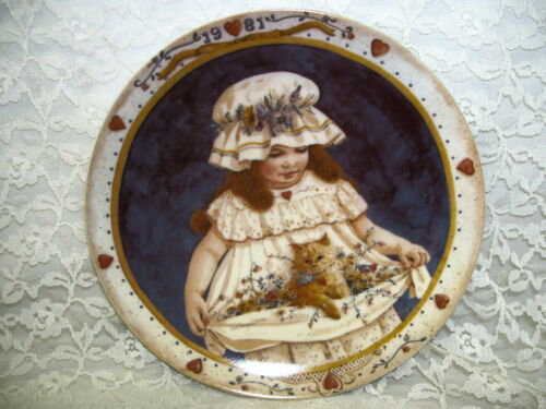 HEARTS & FLOWERS PLATE BY JAN HAGARA 1981 USA YOUNG GIRL W KITTEN