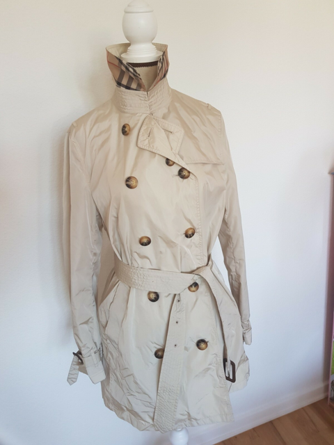 Trenchcoat, str. 40, Burberry, Pæn kort trenchcoat i…
