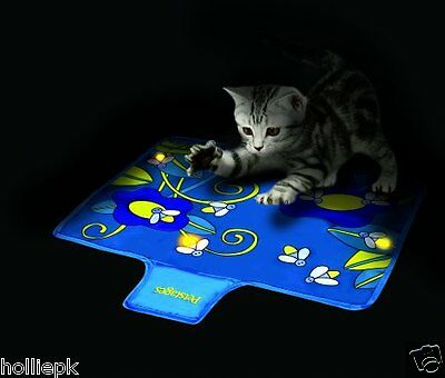 PETSTAGES FLASHING FIREFLY PLAY MAT FOR CAT OR KITTEN QUITE NIGHT TIME PLAY