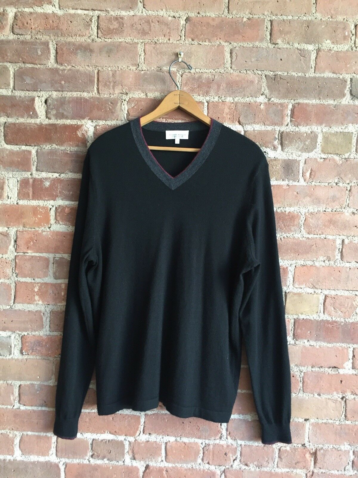 Neiman Marcus Mens 100% Superfine Cashmere Sweater, Size Large.