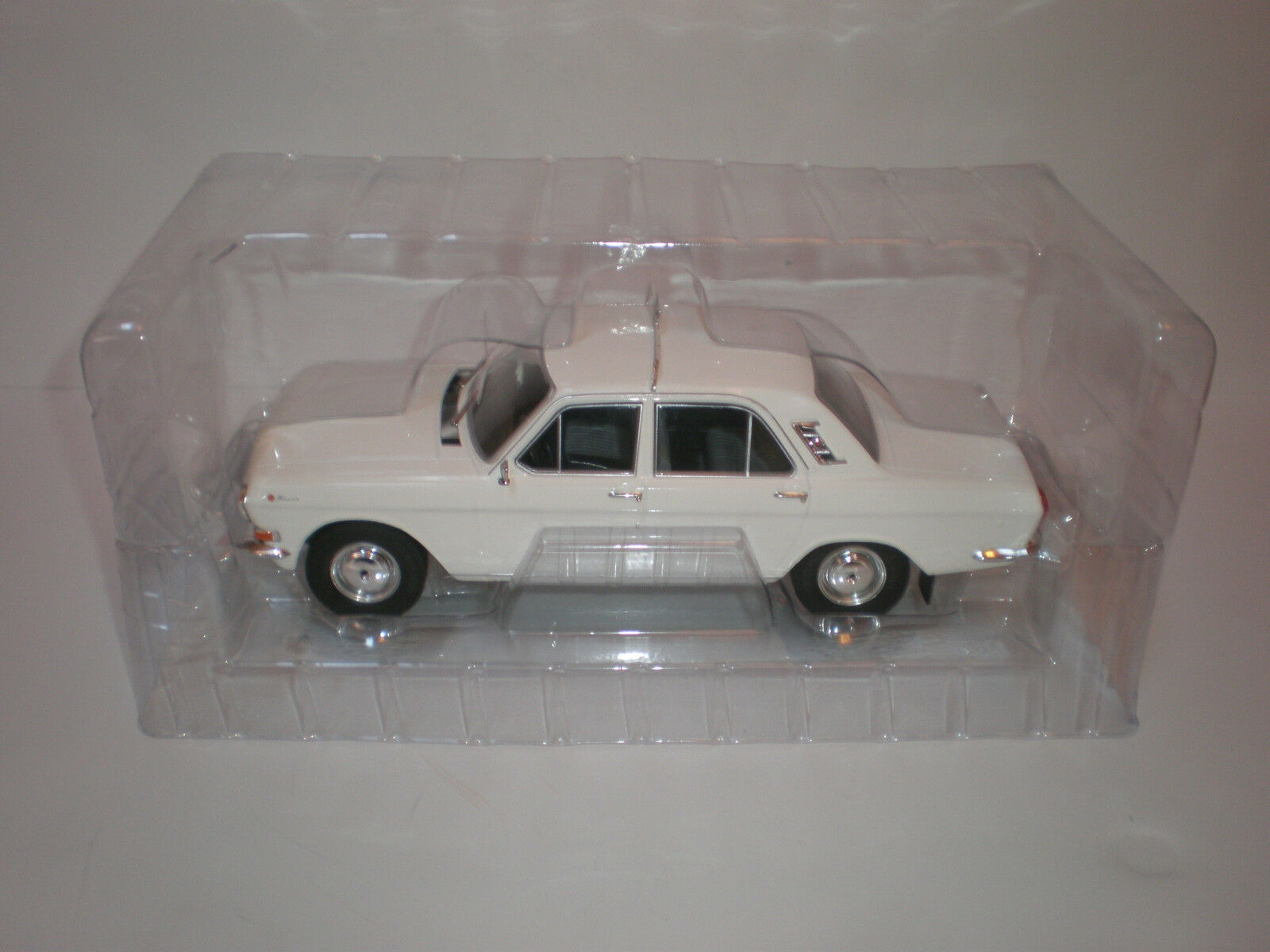 1 18 1967-1992 GAZ-M24 Volga TAXI MCG Model Car Group   Diecast model