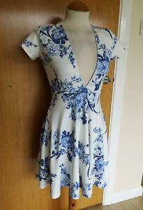 Ladies-BOOHOO-Party-Dress-Size-8-Blue-White-Skater-Deep-V