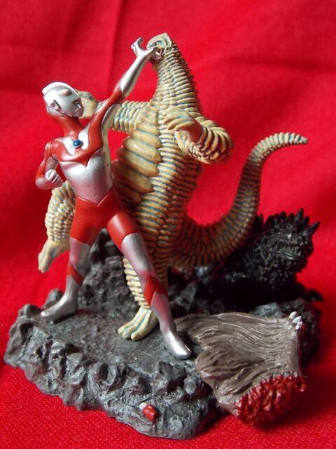 Ultraman vs Roi Rouge diorama/PVC Solide Figure 2.8