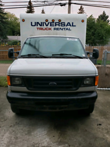 2005 cube van Ford E-350 .Low mileage. Total loss.