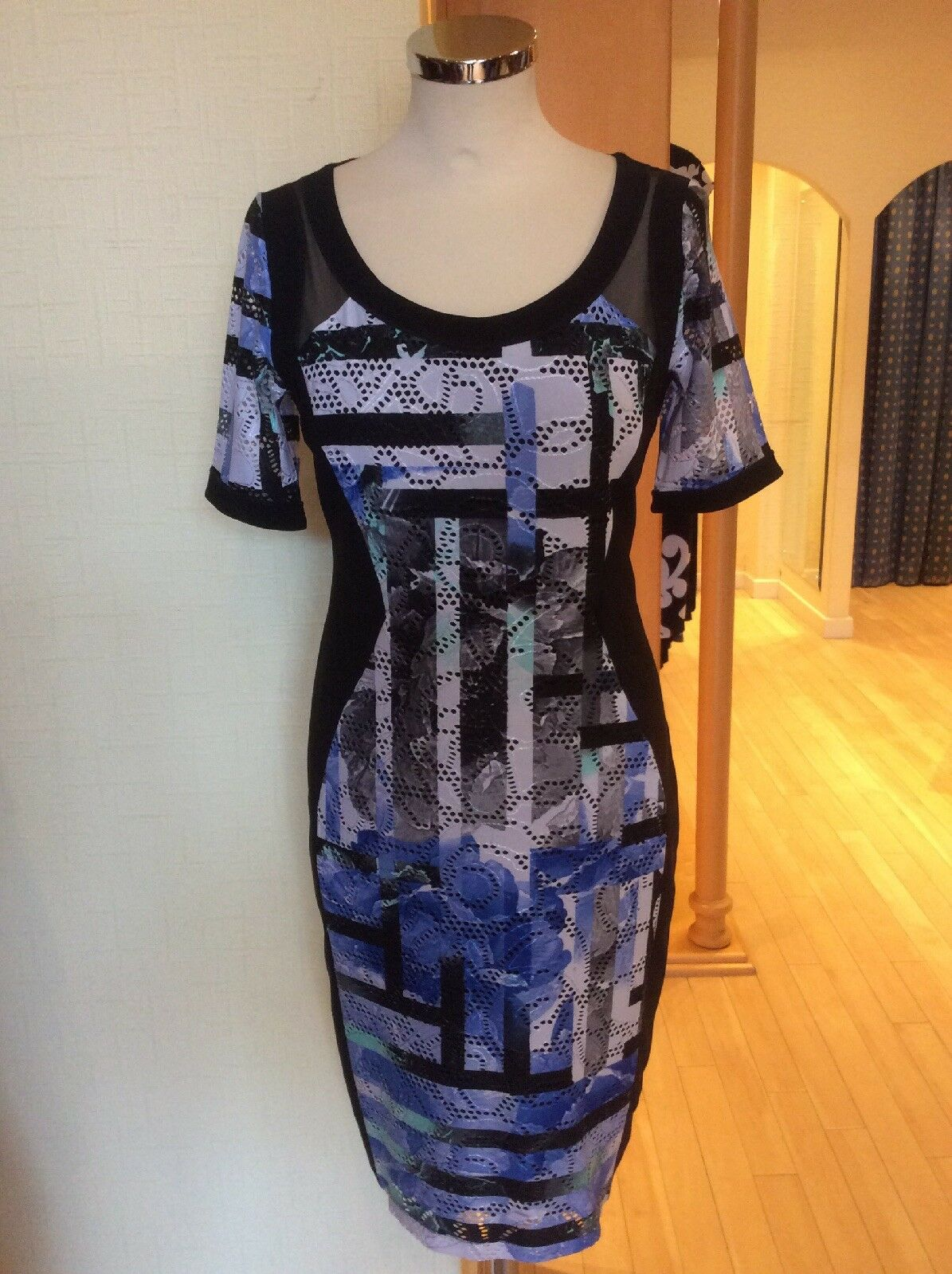 Picadilly Dress Größe XS (10) BNWT schwarz Weiß Blau Shaped Panel   Now