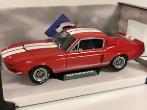 Shelby-Mustang-GT500-1967-Rouge-avec-Blanc-Bandes-1-18-Solido-1802902