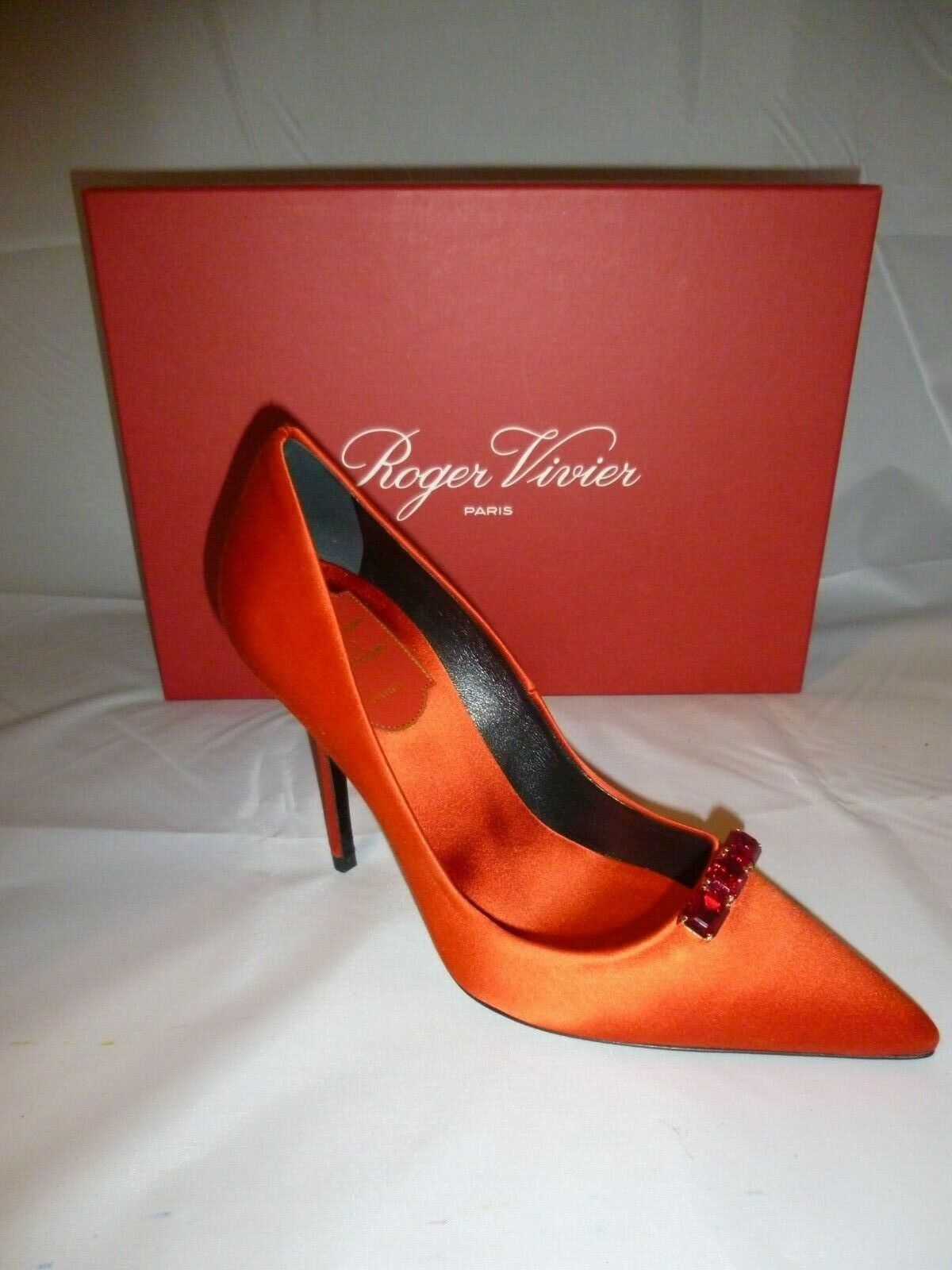 vendita online Roger Vivier scarpe heels rosso satin satin satin with ruby colored crystal jewels SZ 5  1050  economico