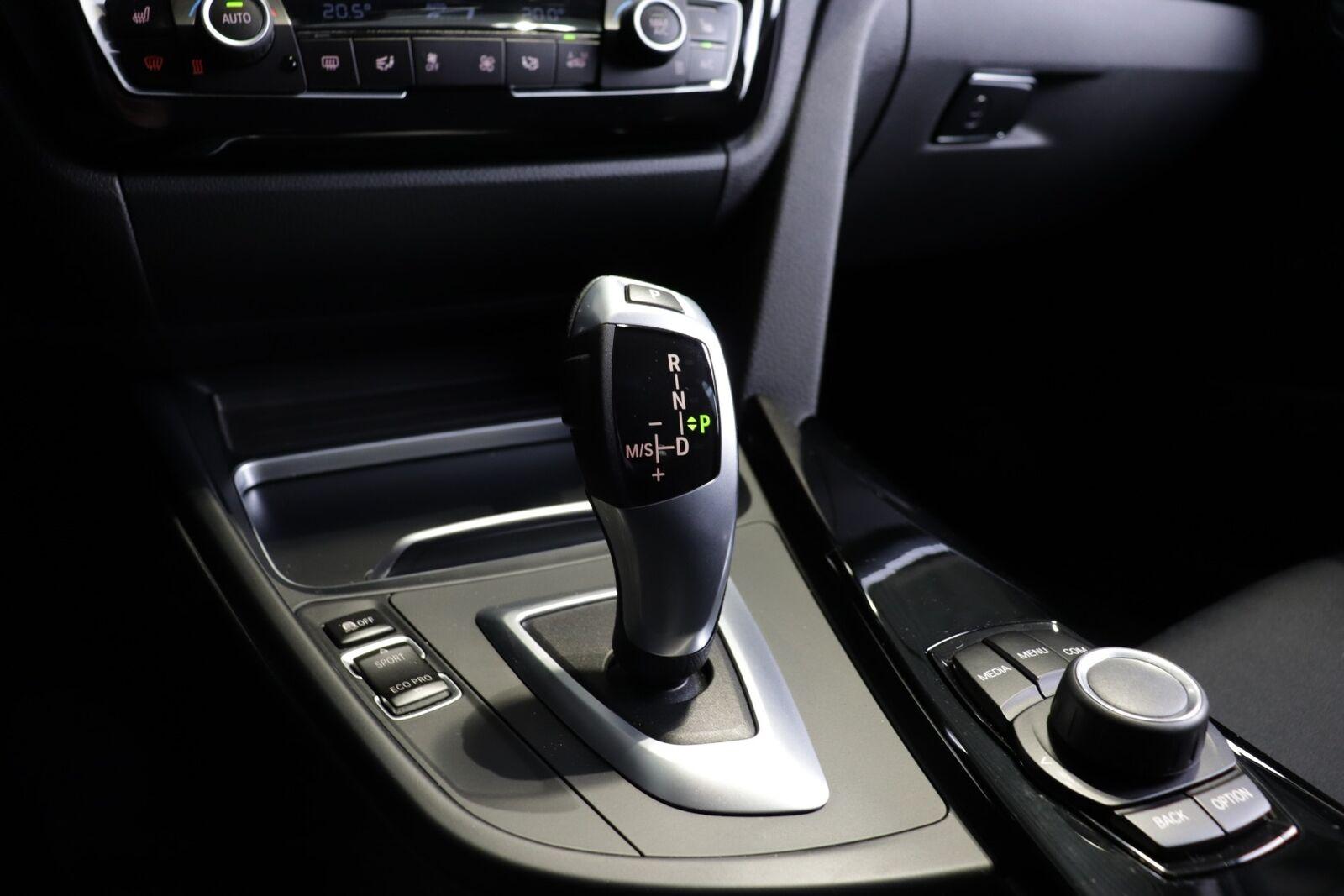 BMW 320i Executive aut.