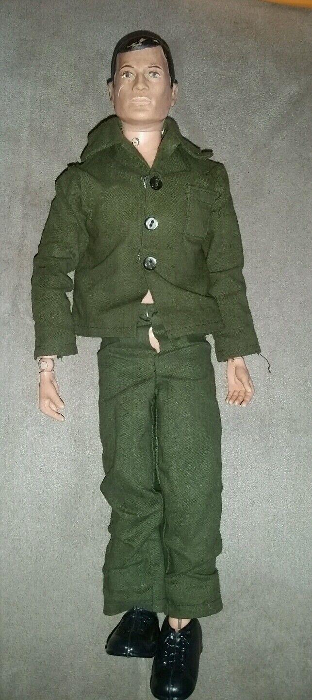 Vintage GI Joe with Painted Hair, Uniform and scarpe. circa 1967-69. Metal Rivets