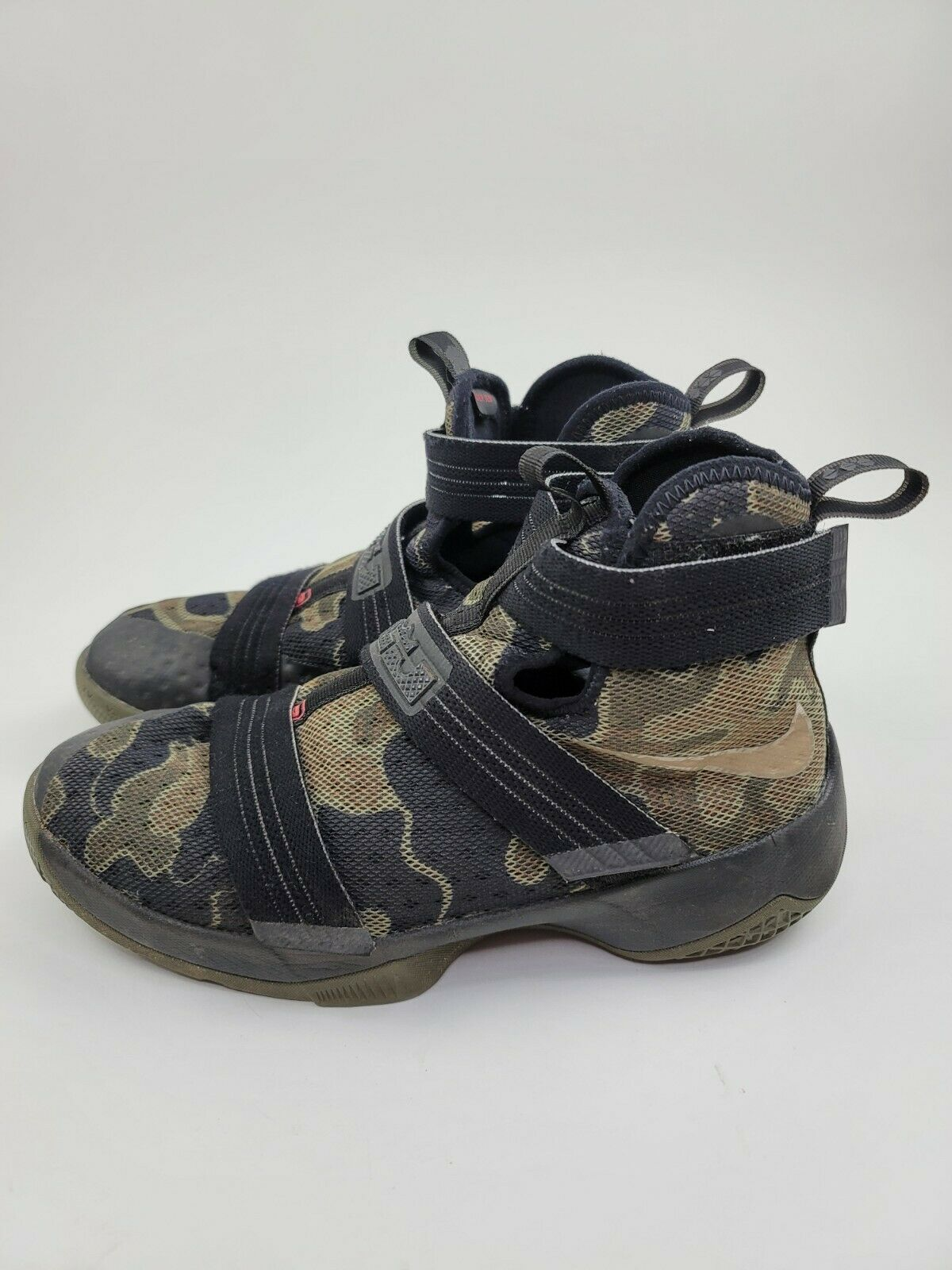 Nike Youth Size 6.5 Camo Lebron James