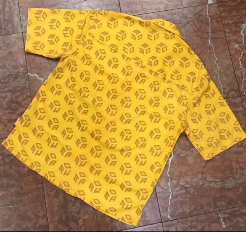Men/'s Rocawear jaune boutonnée à manches courtes shirt