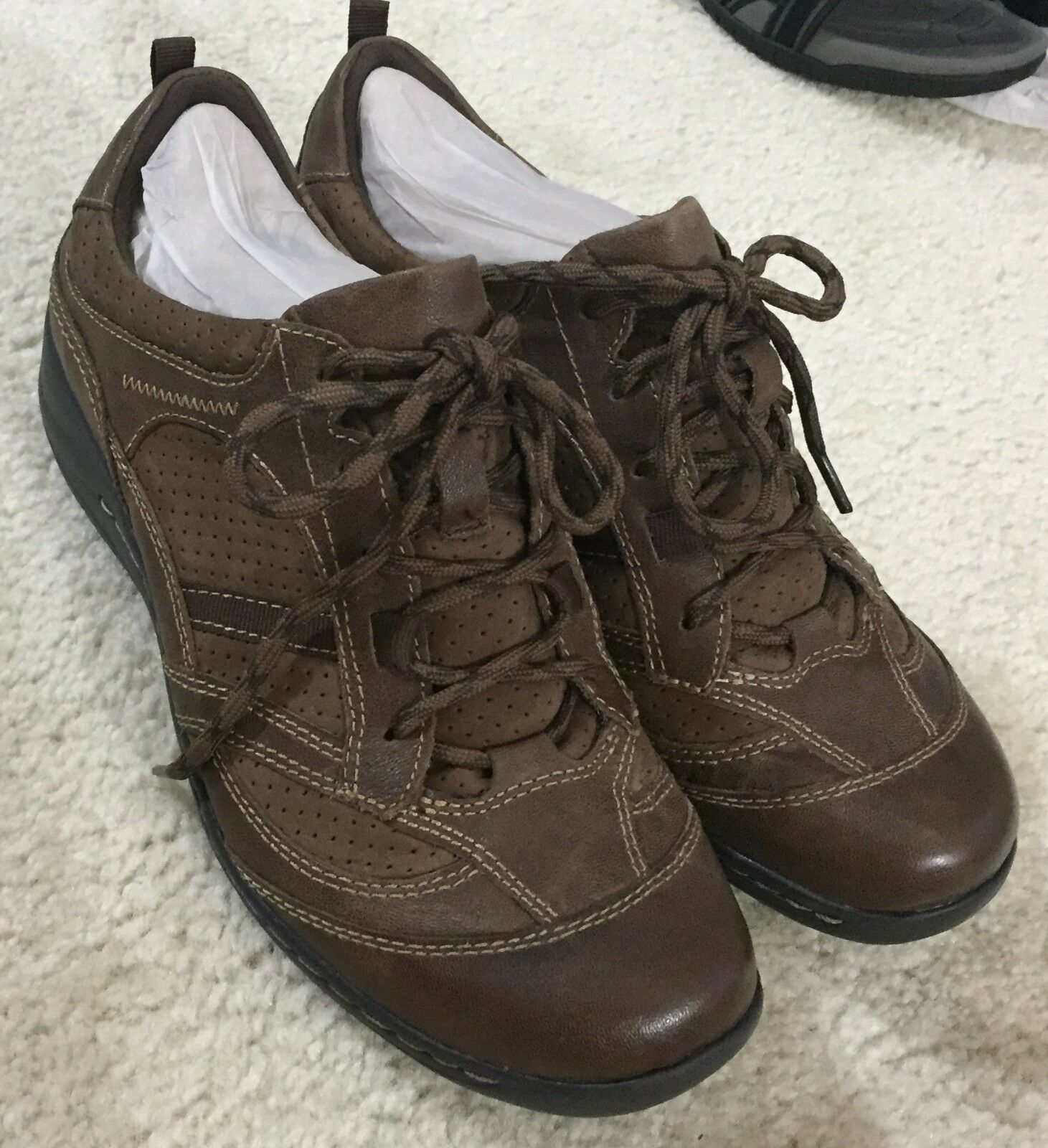 Women's Earth Brand Redroot Brown Nubuck Lace Up shoes  8 M  NIB   115