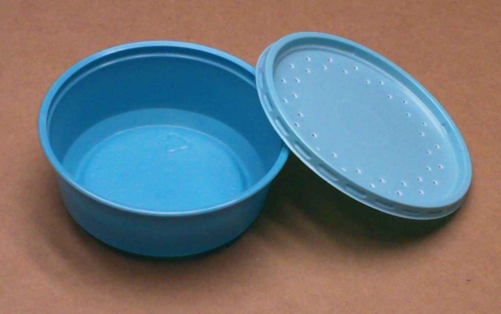 bluee vented bait cups 12 oz