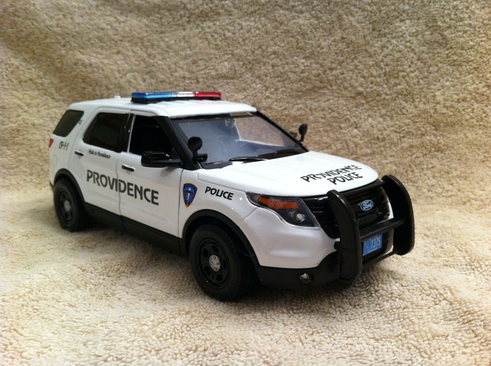 1 24 SCALE PROVIDENCE RI POLICEFORD SUV UT DIECAST WITH WORKING LIGHTS AND SIREN
