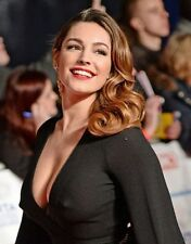 "Kelly Brook in a 8"" x 10"" Glossy Photo ve"