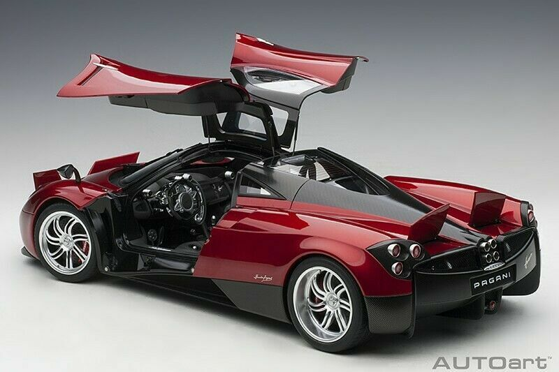 AUTOART 2011 PAGANI HUAYRA METALLIC RED 1 12 12 12 LARGE CAR New f90