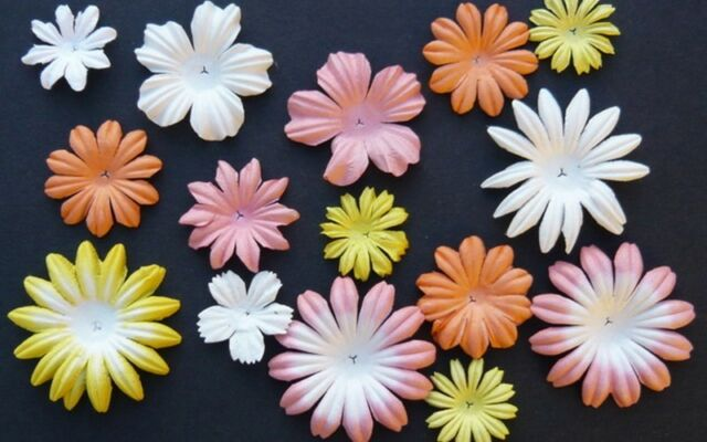 PACK 20  BEAUTIFUL MIXED BLOOMS FOR CARDS AND CRAFTS 6 COLOURS TO CHOOSE