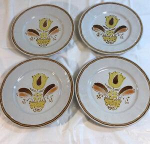 Handpainted-Americana-Hearthside-Stoneware-Bountiful-Salad-Plates-lot-of-4
