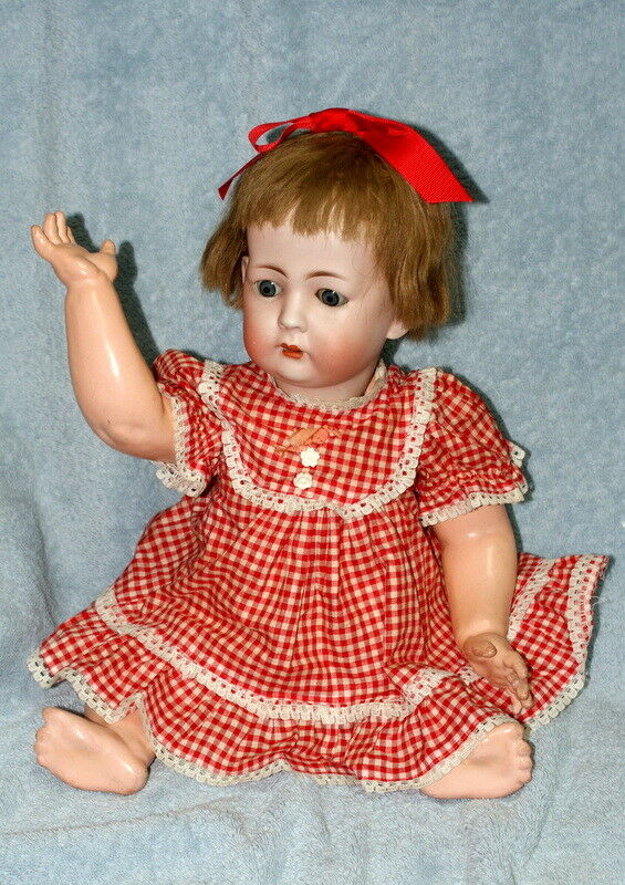 19  ESTATE ANTIQUE K&W GERMAN BISQUE DOLL 1070 C.1910